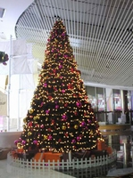 Kunstkerstboom Atlanta 10 meter met 3064 WARM LED lampjes