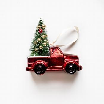 Kerstauto 11 cm  met kerstboom op het dak